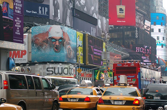 TIMES SQUARE - Simbolo di New York City e cuore di Manhattan
