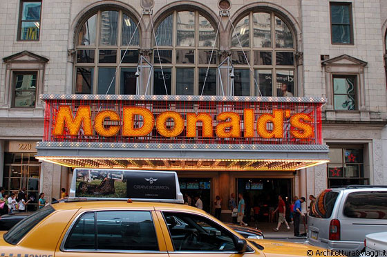 TEATHER DISTRICT - McDonald's in versione teatrale