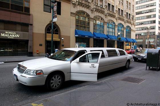 Manhattan limousine dai vetri oscurati in fifth avenue - Vetri oscurati casa ...