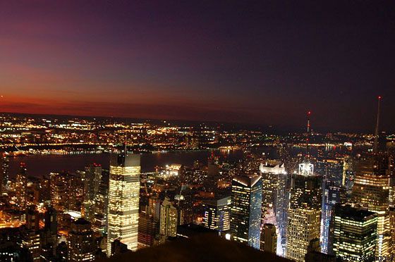 Manhattan i grattacieli illuminati risplendono come for Foto new york notte