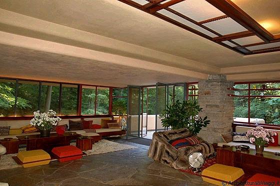 Casa sulla cascata il soggiorno pranzo studio un unico grande ambiente sono gli arredi a - Coibentare casa dall interno ...