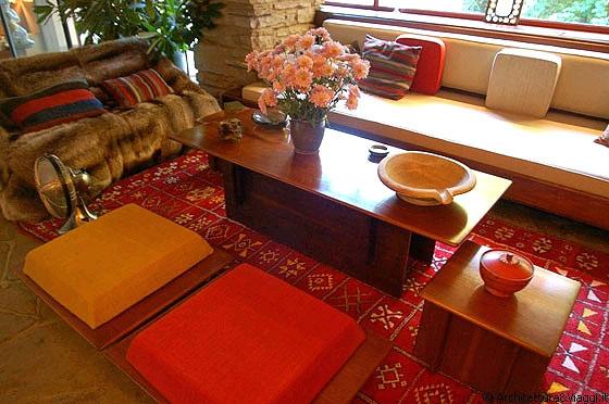 FALLINGWATER - I mobili del soggiorno-pranzo disegnati da Wright, sono ...