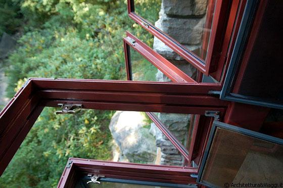 Fallingwater particolare della finestra della camera - Si aprono finestre pubblicitarie ...