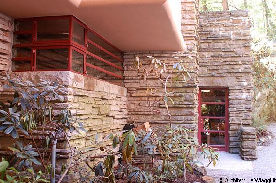 Casa sulla cascata vista esterna sull 39 ingresso for Cascata da interno