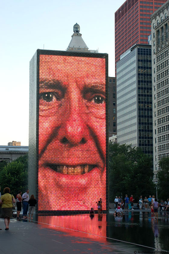 MILLENNIUM PARK - La Crown Fountain sul panorama di Michigan Avenue - il vecchietto sorridente ci diverte molto