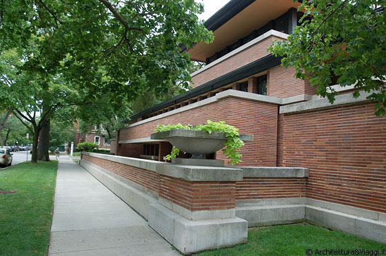 CHICAGO - HYDE PARK - Robie House - arch. Frank Lloyd Wright - angolo NE 58th e Woodlawn (5757 S Woodlawn Avenue)