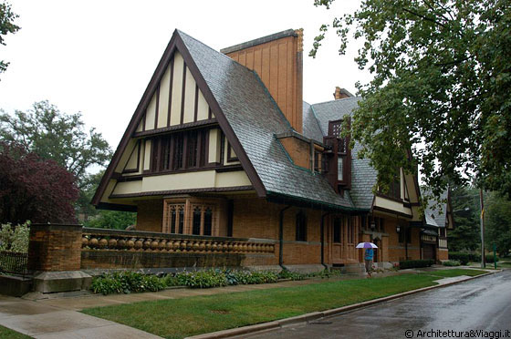 OAK PARK - ILLINOIS - Nathan G. Moore House - arch. Frank Lloyd Wright, 1895