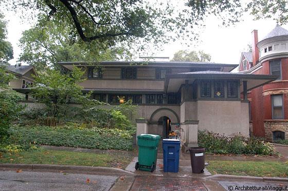 Frank thomas house l 39 alto basamento sembra proteggere la - Proteggere casa ...