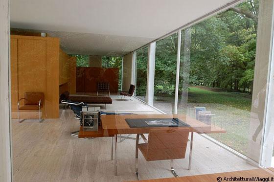 Farnsworth house l 39 arredamento interno semplice ed for Casa essenziale