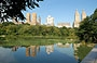 CENTRAL PARK. I lussuosi grattacieli dell'Upper West side si riflettono in The Lake