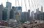 BROOKLYN BRIDGE. Dai tiranti del ponte un'altra immagine di Lower Manhattan