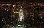 MIDTOWN MANHATTAN. La guglia illuminata del Chrysler Building vista dall'Empire State Building