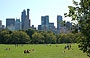 MANHATTAN. I grattacieli di Central Park South si stagliano sulla grande distesa verde di Sheep Meadow