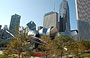 CHICAGO. Dal BP Bridge, oltre il Pritzker Pavilion, vista sui grattacieli che si affacciano su Millennium Park: The Heritage at Millennium Park, Smurfit-Stone Building, One Prudential Plaza, Two Prudential Plaza, Aon Center