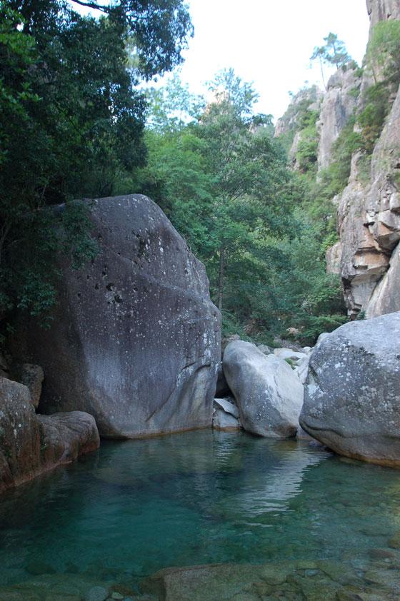 Aiguilles de bavella canyon de la purcaraccia trekking for Col de bavella piscine naturelle