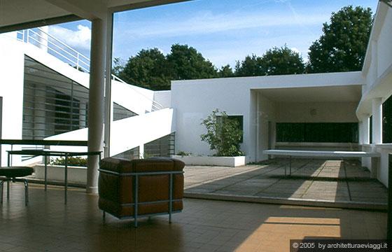 Villa savoye poissy il giardino pensile - Le corbusier tetto giardino ...