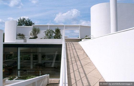 Villa savoye poissy dal giardino pensile la rampa - Le corbusier tetto giardino ...