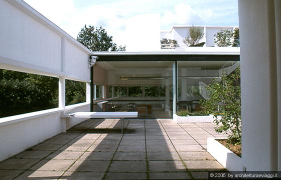 Villa savoye poissy le grandi pareti scorrevoli - Le corbusier tetto giardino ...