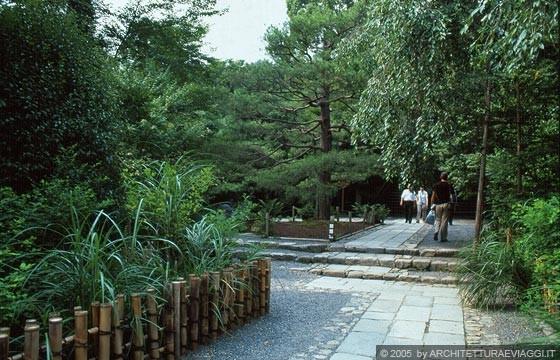 Kyoto nord ovest il giardino secco solo una piccola for Giardino hamarikyu