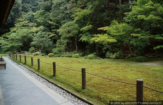 Kyoto est nanzen in giardino di passaggio con stagno for Giardino hamarikyu
