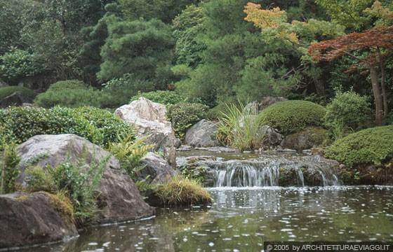 Taizo in temple giardino di passaggio con stagno di for Stagno giardino