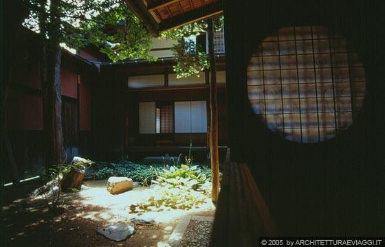 Takayama casa yoshijima il patio giardino interno for Giardino zen interno