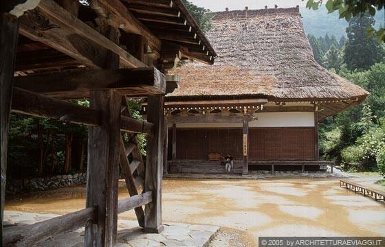REGIONE DELLA VALLE DI SHOKAWA - Il tempio Myozen-ji nel centro di Ogimachi