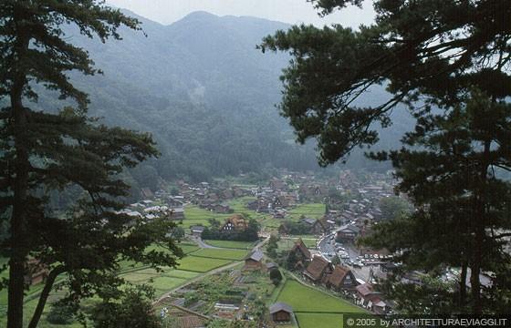 REGIONE DELLA VALLE DI SHOKAWA - Ogimachi - Shiroyama Tendobai: dal punto panoramico ampia veduta delle pianure sottostanti