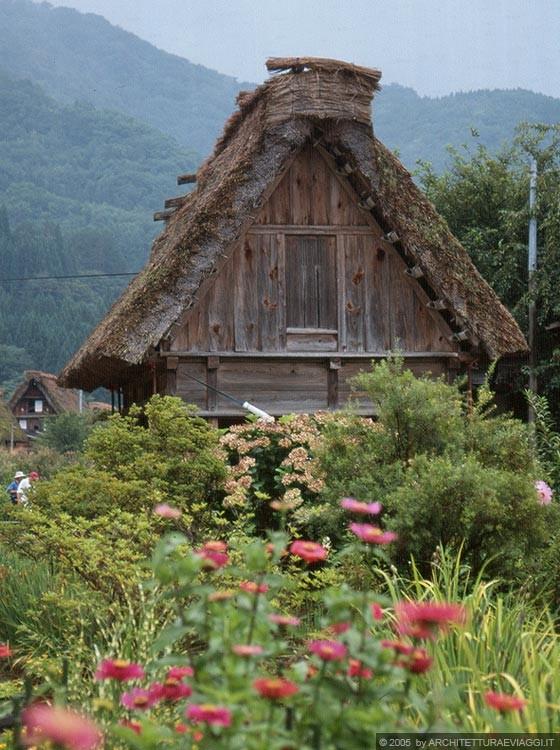 REGIONE DELLA VALLE DI SHOKAWA - Ogimachi - il fienile annesso all'abitazione Wada-ke (Wada House)