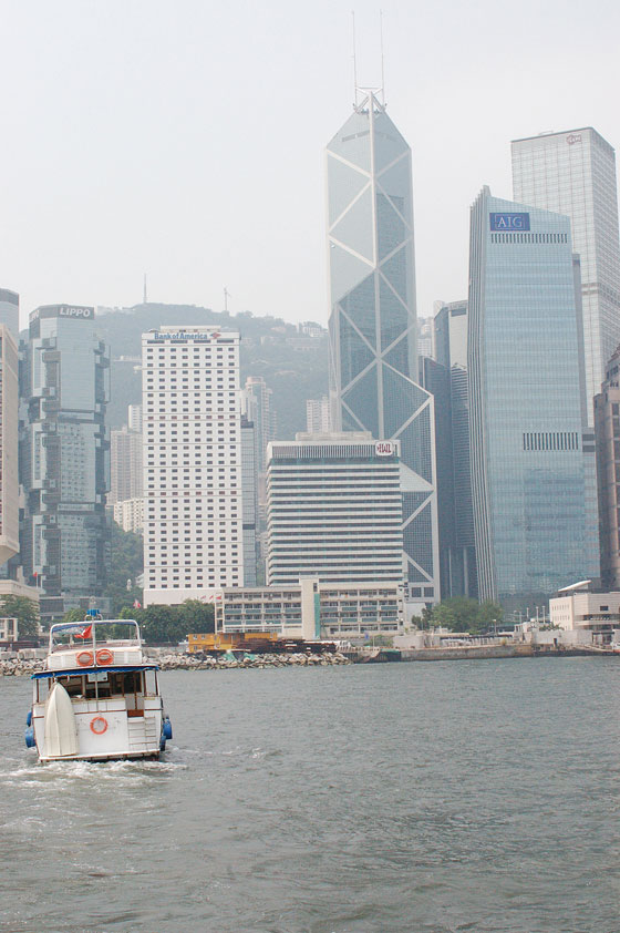 HONG KONG ISLAND - I grattacieli di Central visti dallo Star Ferry: si riconoscono la Bank of China e il Lippo Center