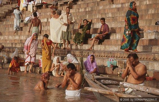Varanasi principi fondamentali dell 39 induismo amore - Bagno nel gange malattie ...