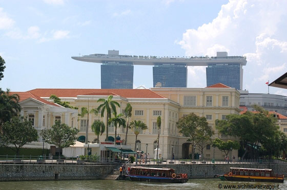 COLONIAL DISTRICT - Asian Civilisations Museum e sullo sfondo il Marina Bay Sands Resort