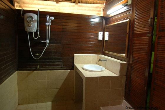 Mobili in legno per arredare il bagno fotogallery