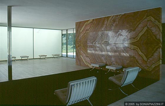 BARCELLONA - Padiglione di Mies Van der Rohe - il soggiorno ...