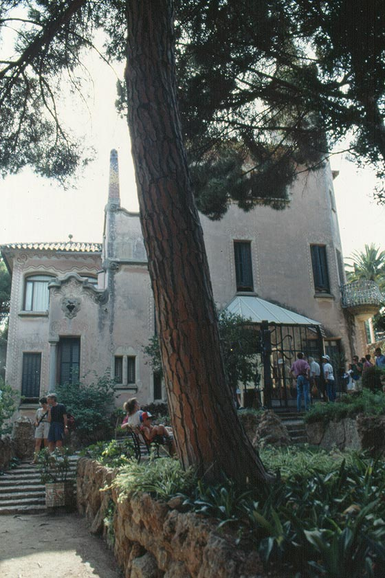 Barcellona parc g ell la casa museo di gaud al centro for Appartamenti al centro di barcellona