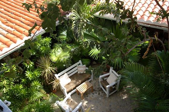 Gran roque posada acuarela dalla terrazza sul tetto vista sul patio sottostante allestito - Terrazza sul tetto ...