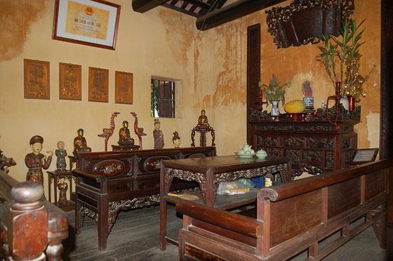 HANOI - Limponente arredo ligneo della casa-museo al n. 87 di Pho Ma ...
